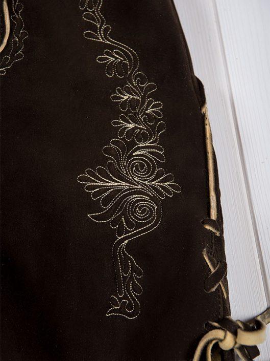 Hirschlederhose Aron sämisch dunkelbraun Detail